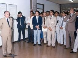 Inauguração do prédio principal do DEMa em novembro de 1986, com a presença do Ministro de Ciência e Tecnologia Renato Archer. Antes disso, as atividades do departamento eram realizadas na área sul do campus, onde hoje funcionam alguns departamentos do Centro de Educação e Ciências Humanas.